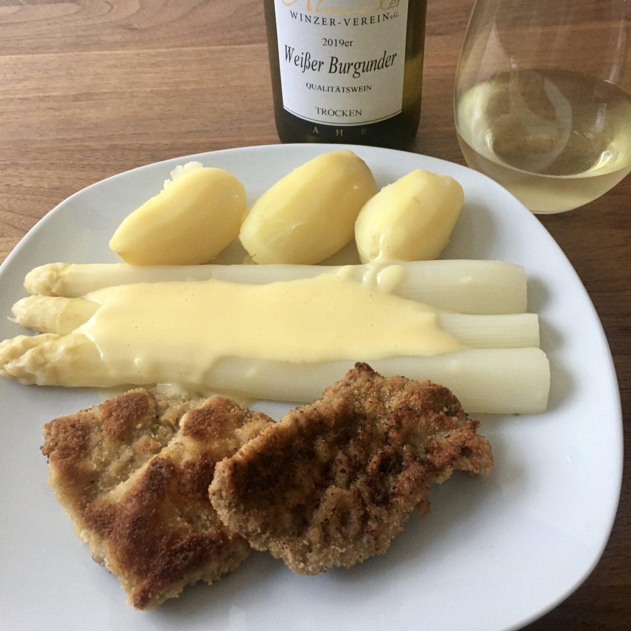 Weißer Spargel mit Wiener Schnitzel